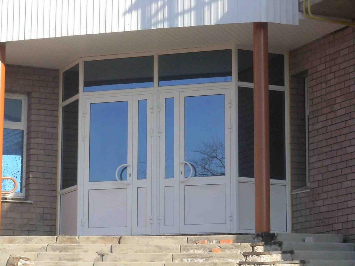 дверь пвх входная группа
